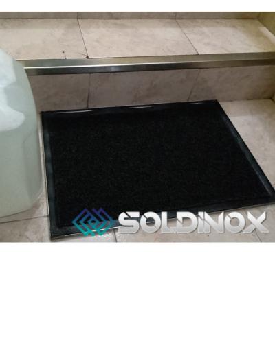 Bandeja Sanitizante Inox. con Felpudo PVC. 60 x 40. Consulte Precio.
